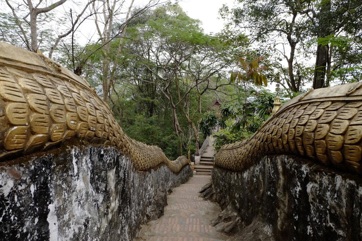 Scalinata tempio laos