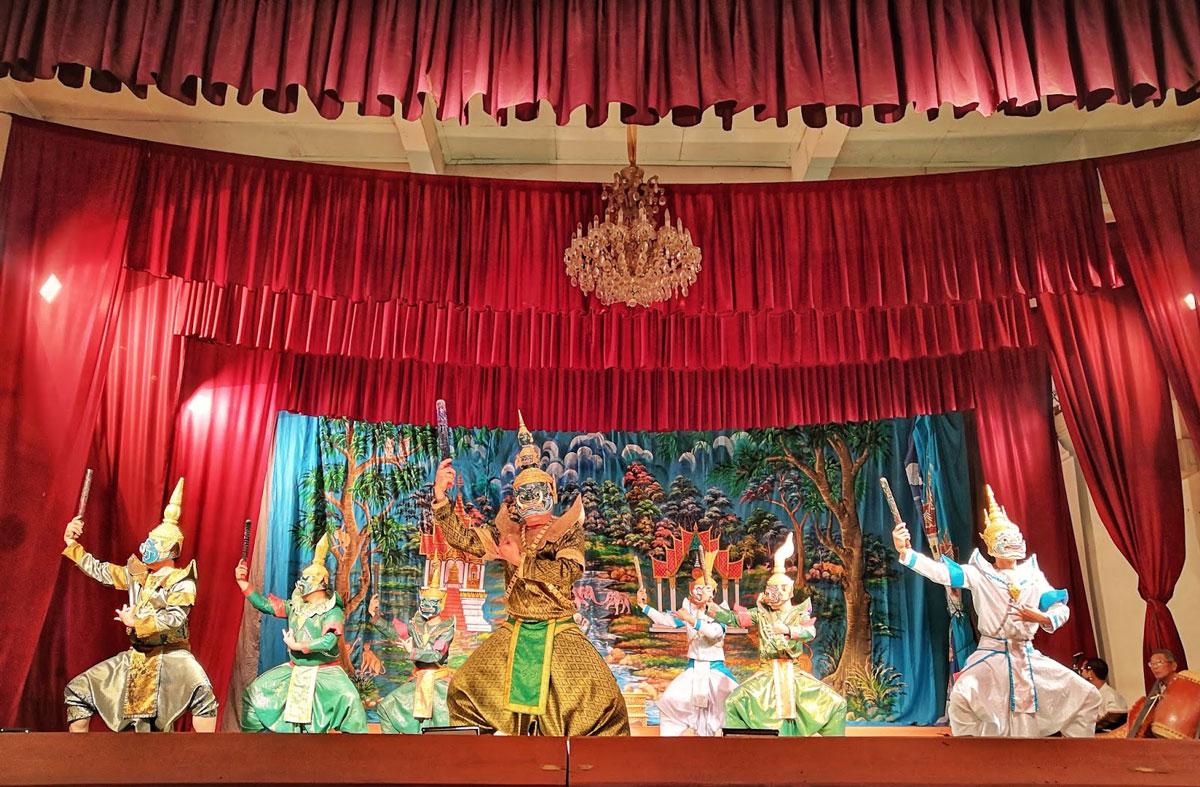 Laos zaino in spalla è anche partecipare per caso ad uno spettacolo teatrale a Luang Prabang
