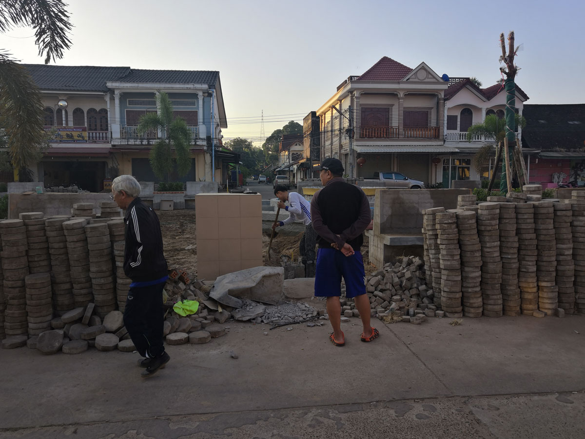 Lavori stradali in Laos