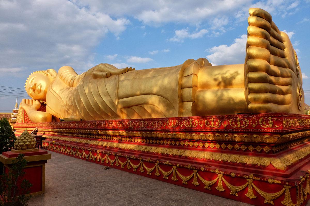 Buddha disteso A Pha That Luang Vientiane Laos