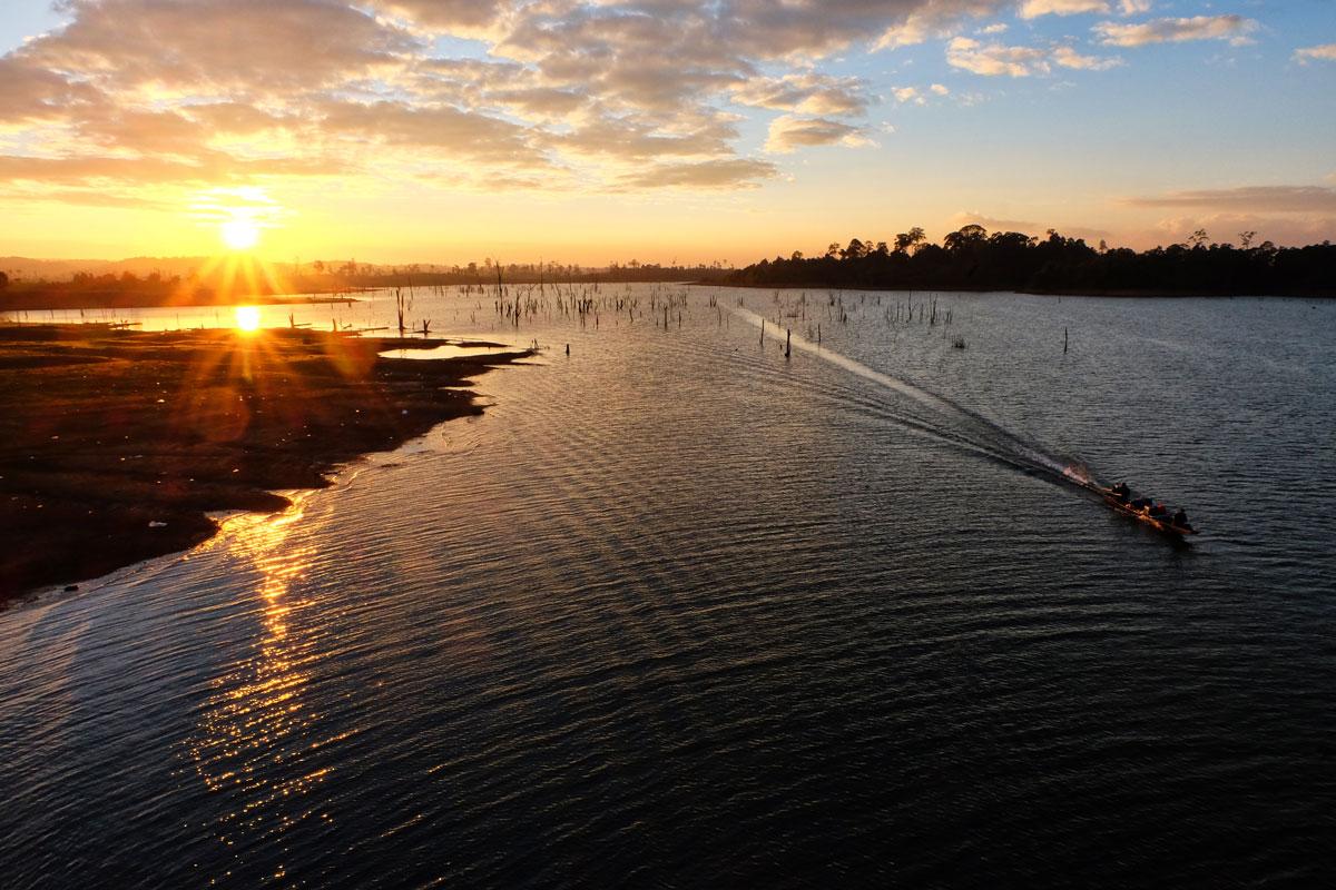 Laos zaino in spalla per un altro tramonto indimenticabile