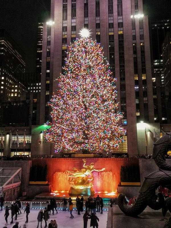 Accensione dell'albero al Rockefeller Center di NY, momento imperdibile che precede le festività natalizie