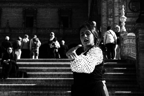 Ballerina di flamenco in Plaza de Espana