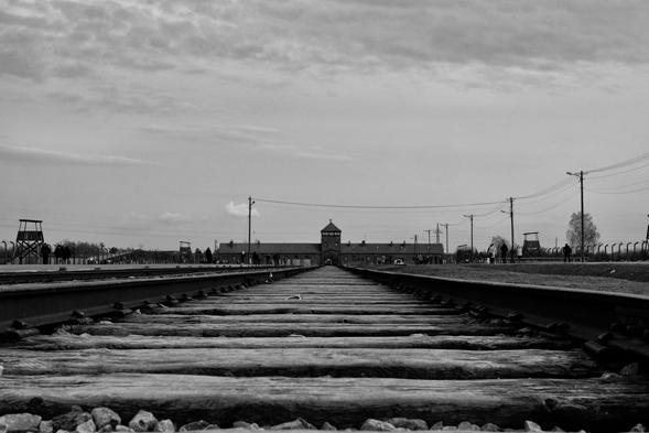 I binari tristemente famosi di Birkenau