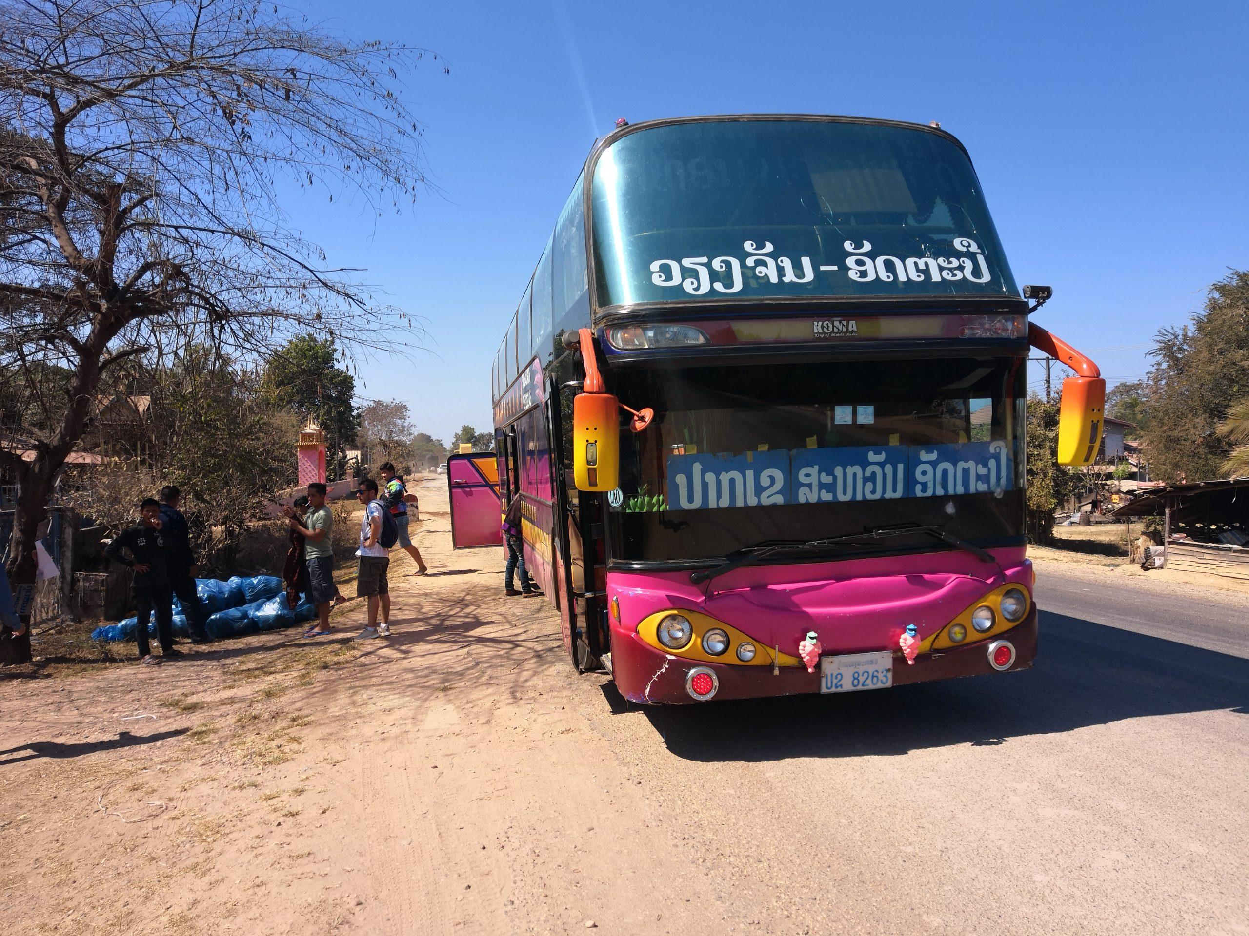 Bus turistico: In un viaggio in Laos zaino in spalla capita anche di dover prendere bus non proprio GranTurismo