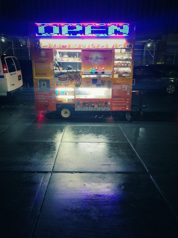 a NY troverete migliaia di carretti per hot dog in ogni via: non sarete mai affamati!
