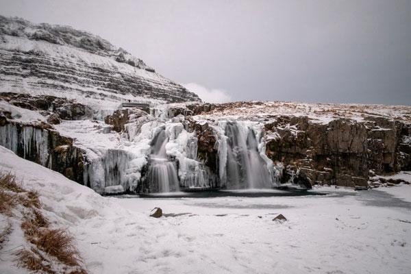 LA bellissima cascata di Kirkjufellsfoss