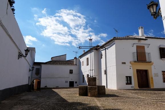 Piccola piazza di un tipico centro andaluso