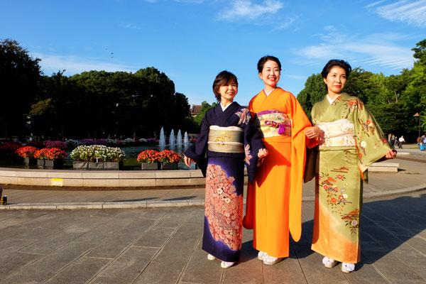 Donne giapponesi indossano il kimono