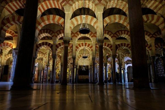 Gli interni della Grande Moschea di Cordoba