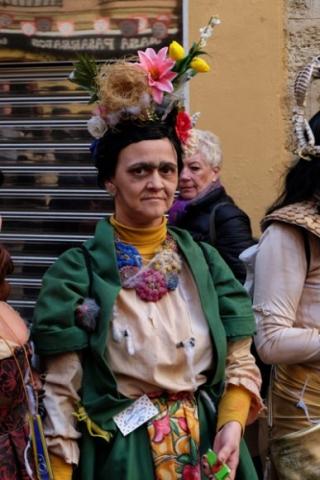 Una simpatica maschera raffigurante Frida Kalo