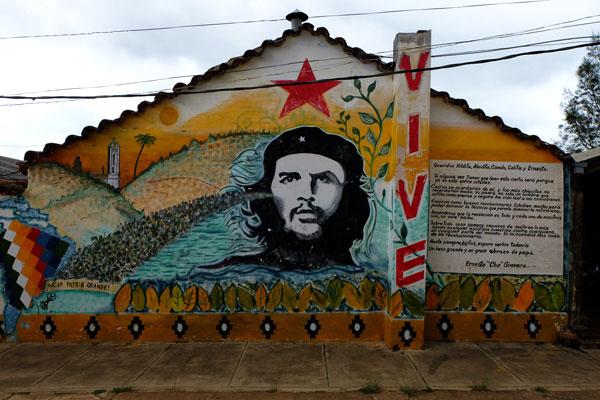 Murales di Che Guevara a Vallegrande in Bolivia