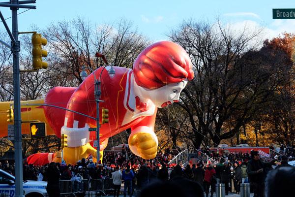 Enormi palloni durante la parata del Thanksgiving Day a New York