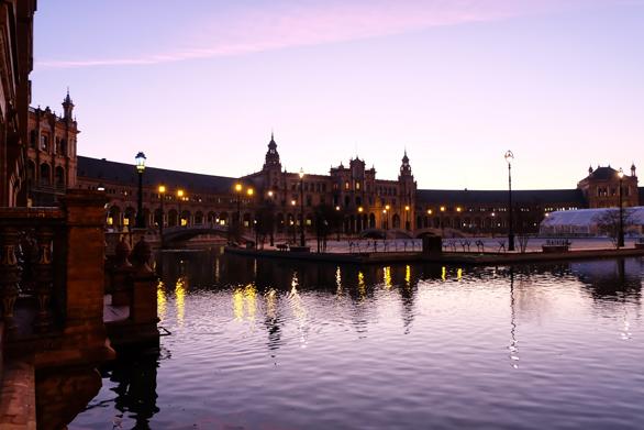 Plaza de Espana a Siviglia all'alba