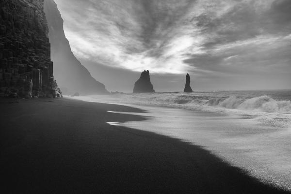 La spiaggia nera di Reynisfjara lascia senza parole