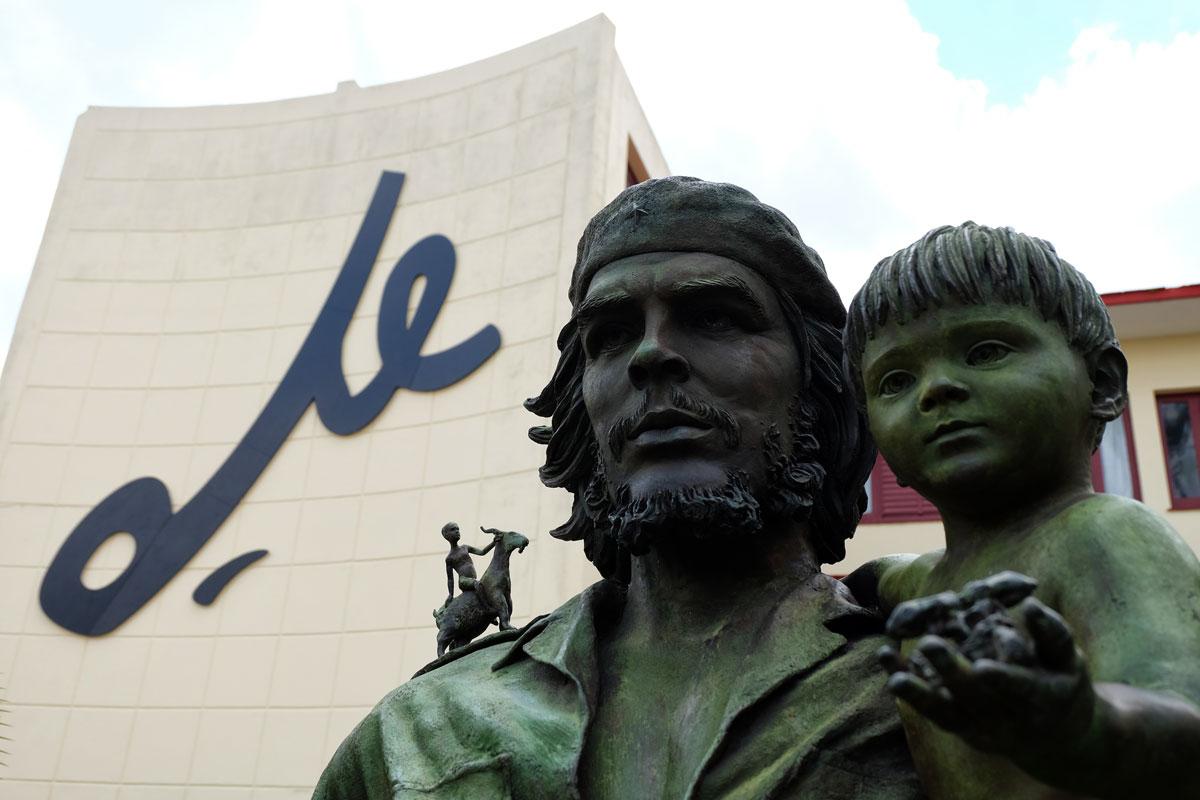 Una statua del Che a Santa Clara. Durante il vostro viaggio a Cuba incontrerete tantissime raffigurazioni di questo eroe nazionale.