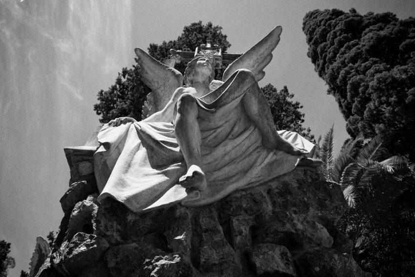 Statua di un angelo nel cimitero di Montjuic