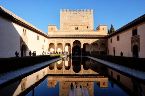 Vasca all'interno dell'Alhambra a Granada