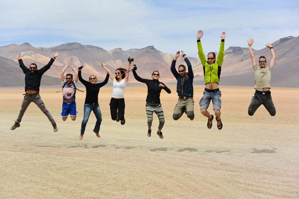 Perché viaggiare? Perché si conosce nuova gente, come qui, nel Salar de Uyuni in Bolivia