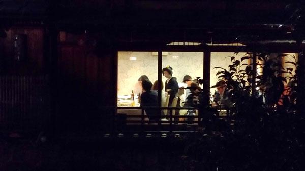 Geisha in un ristorante giapponese