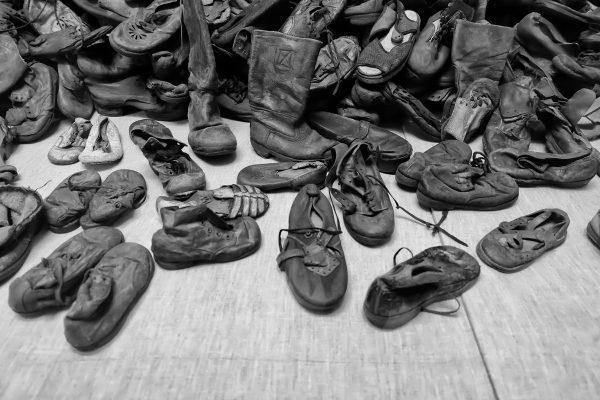 Perchè viaggio, perchè voglio vedere con i miei occhi gli orrori commessi dall'uomo, come le scarpe da bambino nel museo di Auschiwtz in Polonia