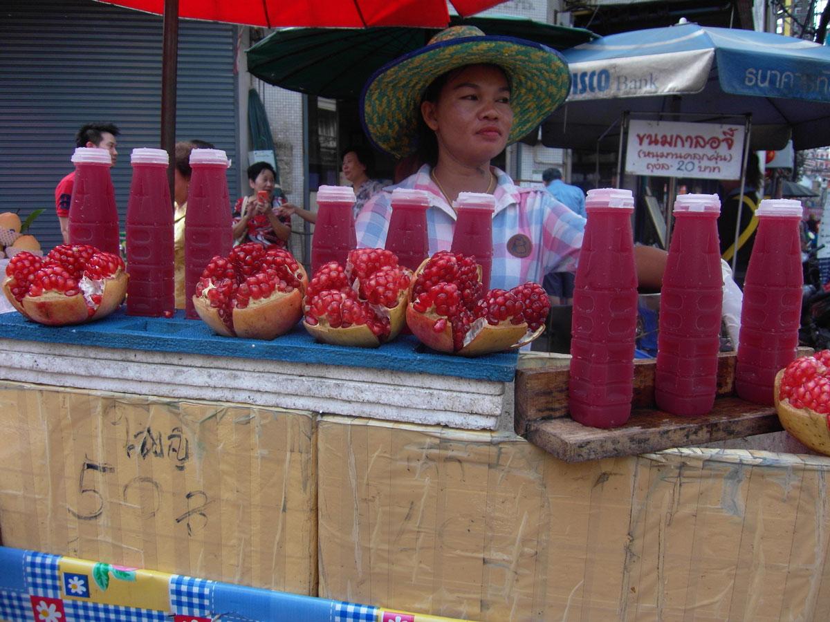 Succo di melograno a Bangkok. Il mio viaggio in Laos zaino in spalla finisce qui.
