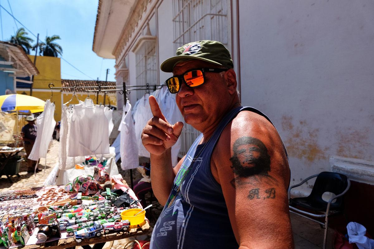 Tatuaggio di Che Guevara sul braccio di un uomo incontrato nel mio viaggio a Cuba