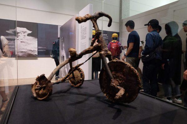 Perchè viaggio, perchè voglio vedere con i miei occhi gli orrori commessi dall'uomo, come il triciclo fuso nel museo di Hiroshima in Giappone