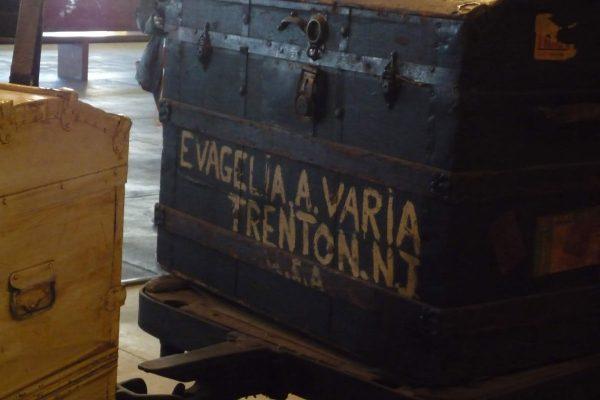 Perchè viaggio, per ripercorrere i percosi fatti da tanti italiani nel passato, come quelli che arrivavano ad Ellis Island a New York