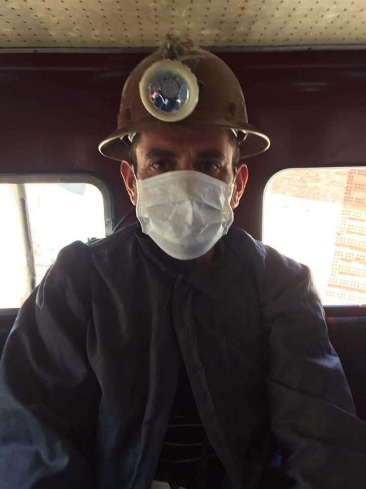 primo step per visitare le miniere di Potosì è vestirsi da minatore