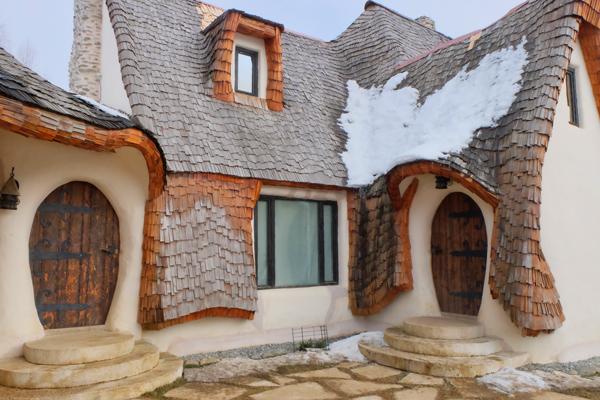 Castelul de Lut il villaggio delle fate che potete incontrare in un itinerario in Transilvania di 5 giorni