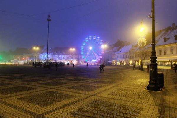 Piazza di Sibiu durante le feste natalizie