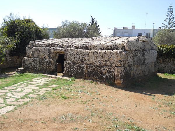 La costruzione soprannominata Centopietre e a Patù