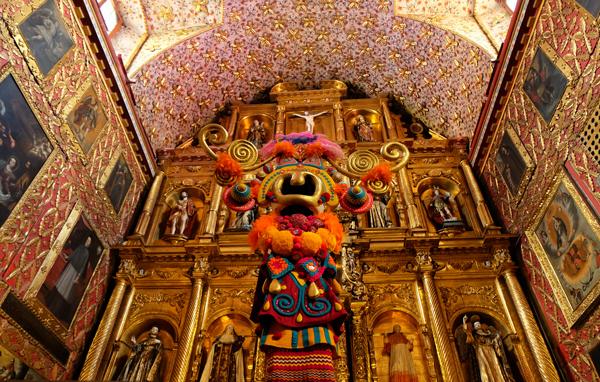 Gli interni meravigliosi dell'Iglesia Museo de Santa Clara a Bogotà