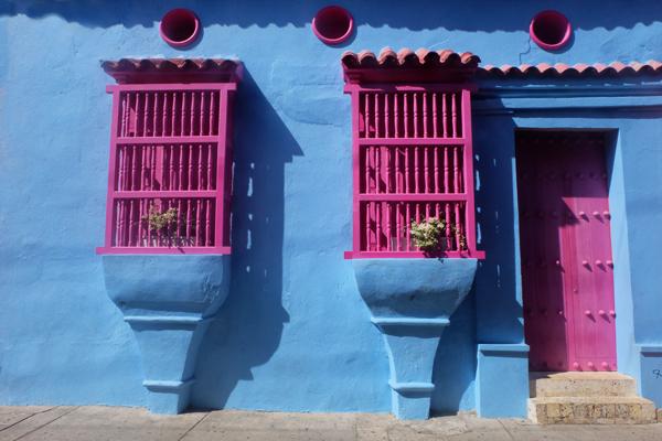 Case colorate nel centro storico di Cartagena in Colombia. Non può mancare durante il vostro itinerario di 3 settimane in Colombia.