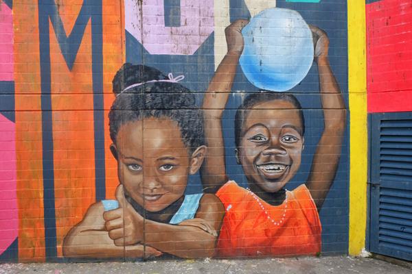Street art nella Comuna 13, a Medellìn. Non può mancare durante il vostro itinerario di 3 settimane in Colombia.
