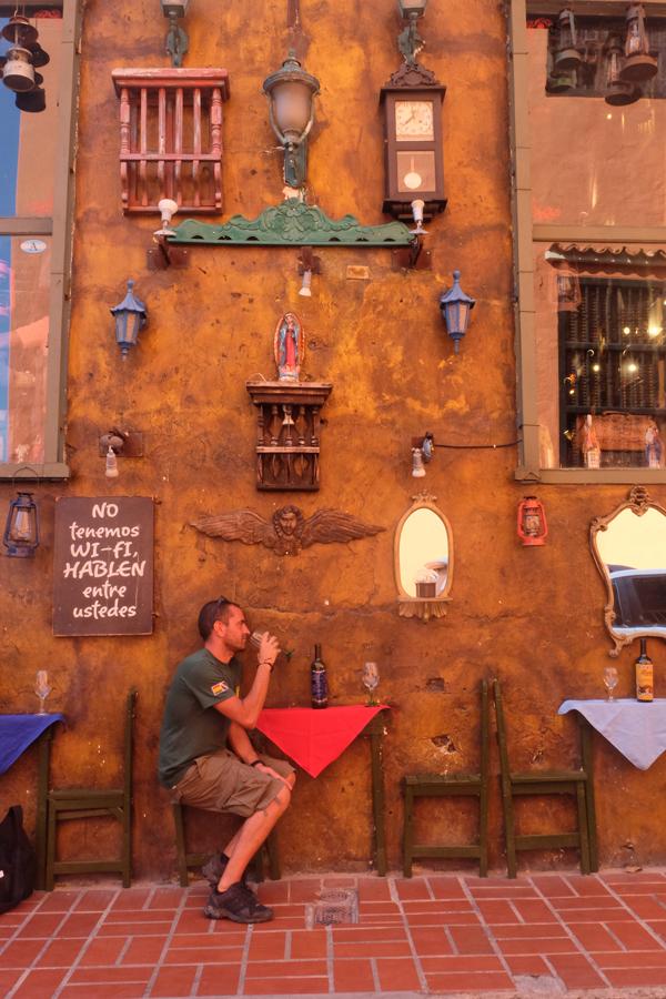 Cartagena e i suoi locali. Non può mancare nel vostro itinerario di 3 settimane in Colombia.
