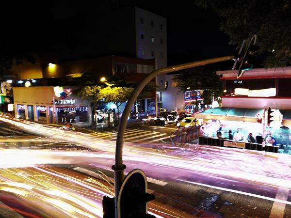 Vita nottuna a Medellìn, una città che non deve mancare durante il tuo itinerario di 3 settimane in Colombia.