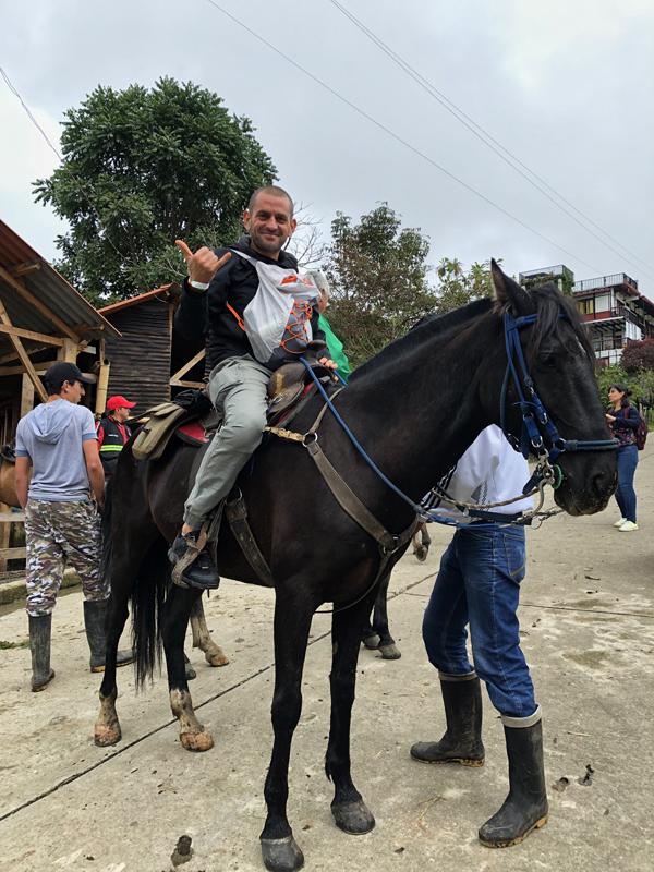 escursione a cavallo nell'eje cafetero in Colombia
